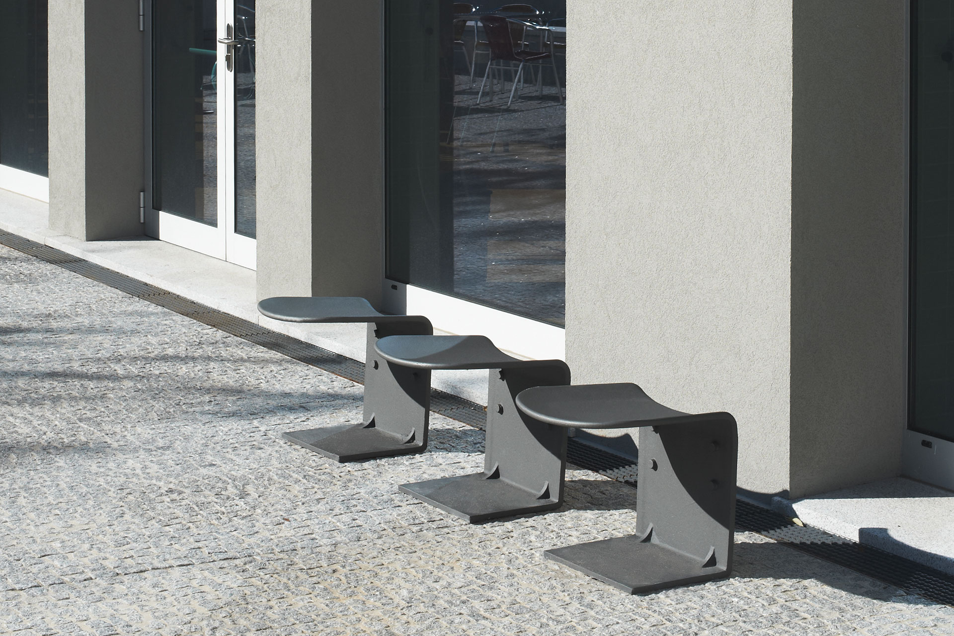 UrbanObjekts Cais Ansicht von drei Sitzgelegenheiten