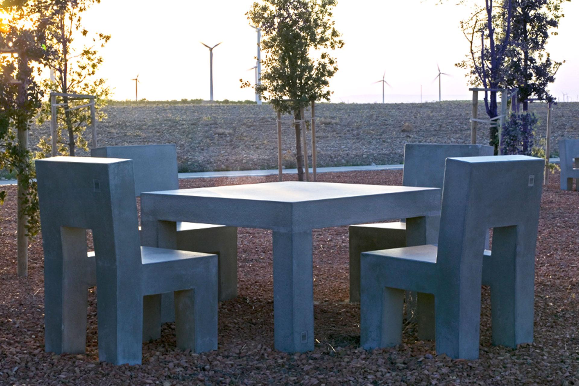 UrbanObjekts Complex Tisch
