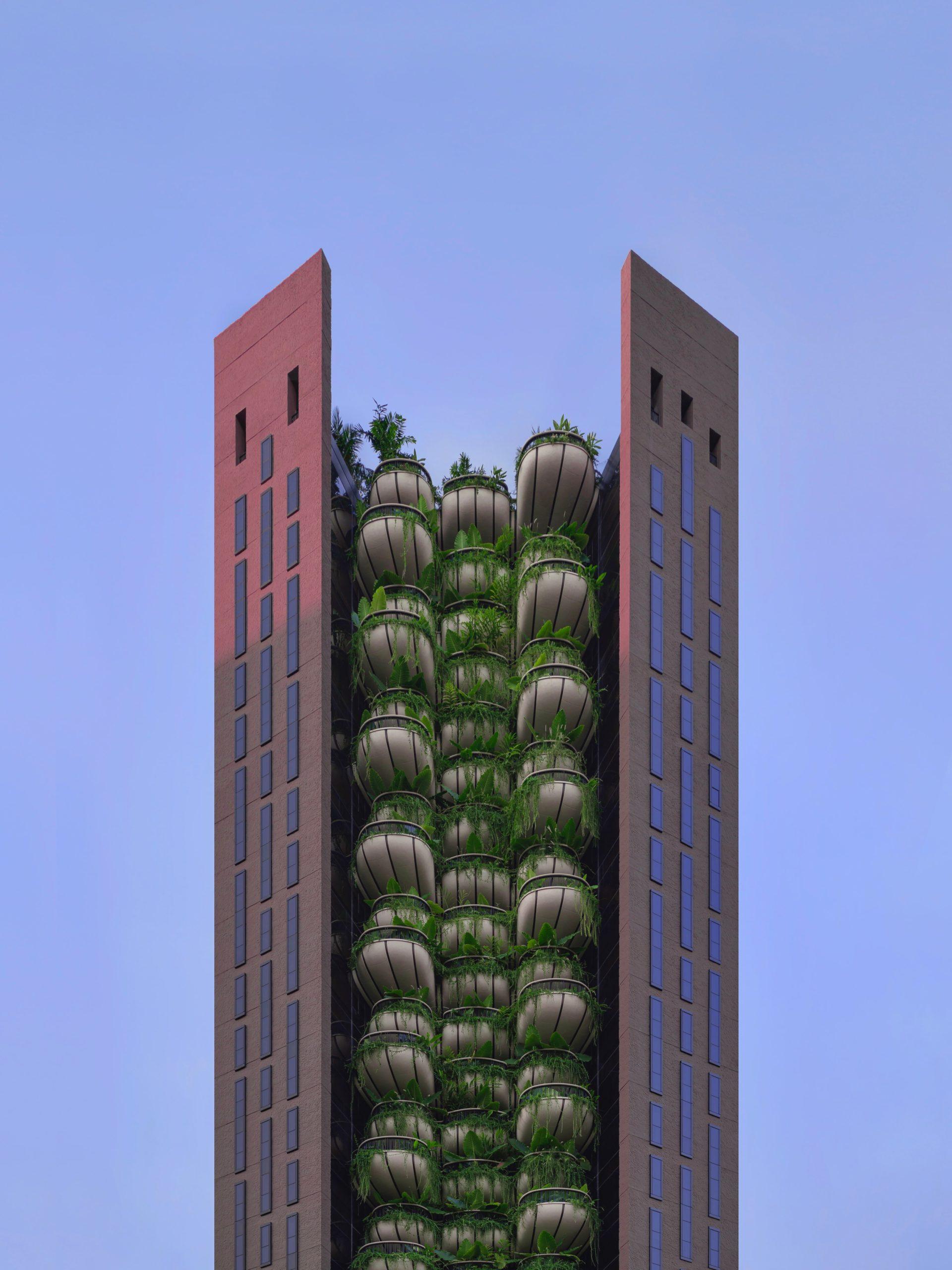 Gebäude mit begrünten Balkonen in der Mitte des Gebäudes