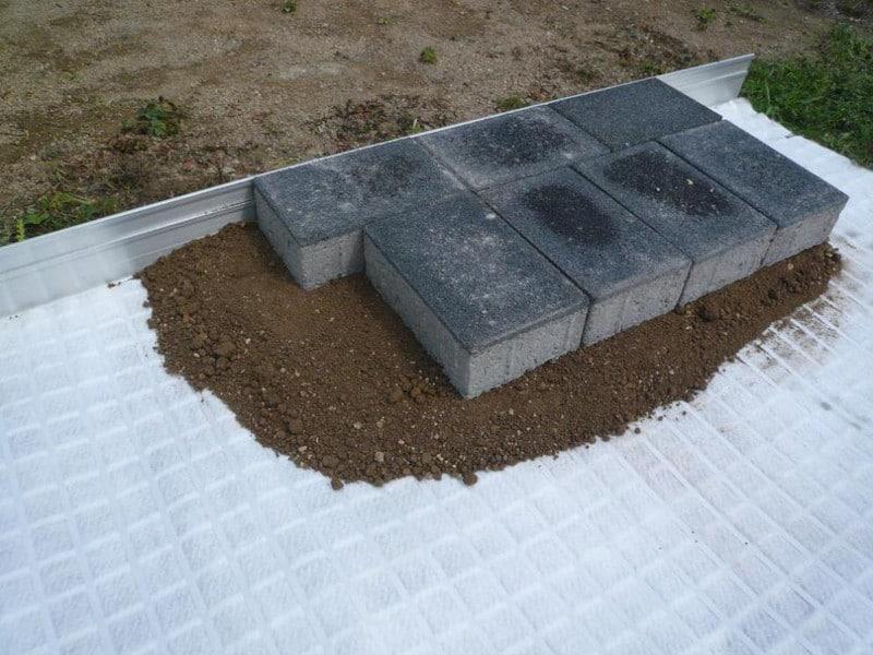 Auf der Wurzelbrücke ArborGrid kann Bodenbelag aufgebracht werden
